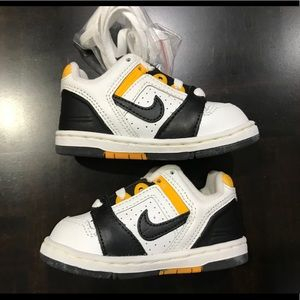 Nike Shoes - Nike Baby Force II Low Size 4.5